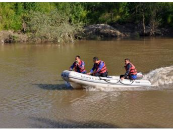 Sakarya Nehri'ne Düşen Genç Kayboldu