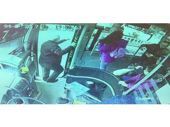 Yol Ücretini Vermek İstemeyen Gençler Otobüs Şoförünü Bıçakladı