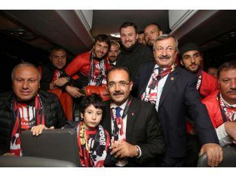 Utaş Uşakspor'a 10 Bin Taraftarından 'şampiyon' Tezahüratı