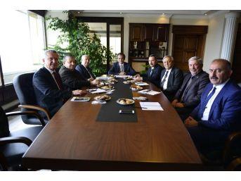 Rektör Özer, Belediye Başkanları İle Üniversitenin Gelişimini Paylaştı