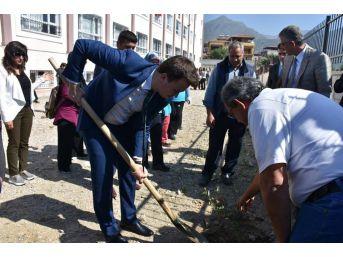 Buharkent'te Her Öğrencinin Dikili Bir Ağacı Olacak