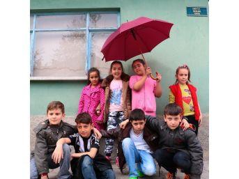 11 Yaşındaki 8 Çocuğun Çektiği Yaşam Fotoğrafları Sergilendi