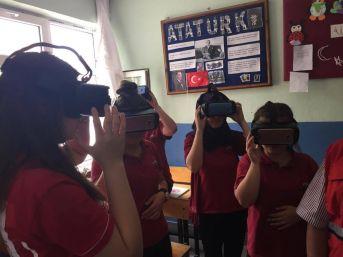 İlçe Ve Köy Okullarında 3 Boyutlu Gözlükler Tanıtıldı
