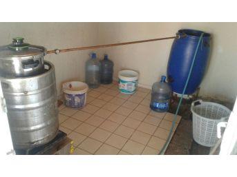 Evin Terasında Kaçak İçki İmalathanesi