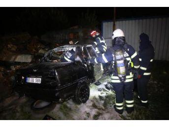2 Aylık Evli Sürücü Kontrolünü Yitirdiği Otomobilde Yanarak Öldü, 2 Kişi Yaralandı