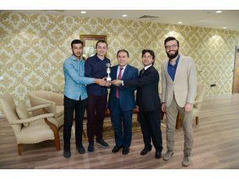 """Uşak Üniversitesi """"klavye Yarışmasında"""