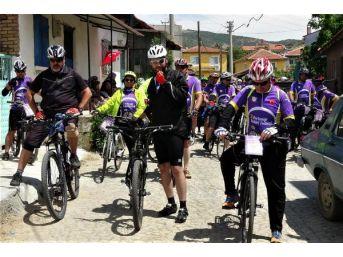 Fesival Turundaki Bisikletlilerden Jandarmaya '178'inci Yıl' Jesti