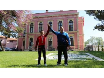 Edirne Belediyesi Güreşçileri Başarılarını Perçinledi