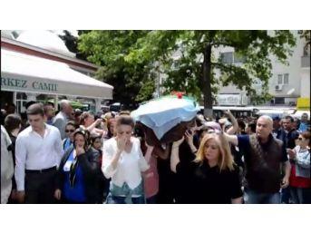 Cinayete Kurban Giden Kadının Cenazesini Kadınlar Omuzladı