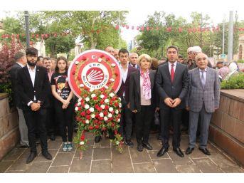 Chp'den Atatürk Anıtı'na Çelenk Sunumu