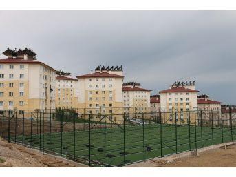 Edremit Belediyesinden Yeni Toki'ye Spor Sahası