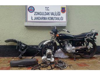 Motosiklet Hırsızları Jandarmaya Yakalandı