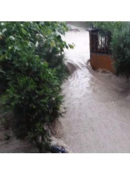 Ankara'da Sağanak Yağış Etkili Oldu