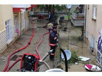 Başkent'te Ev Ve İş Yerlerini Su Bastı