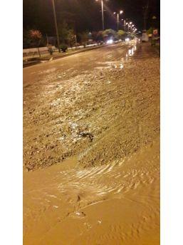 Başkent'te Taşan Derenin Suları Hayatı Felç Etti