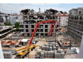 İnşaatın Çatısı Çöktü, Işçiler Yara Almadan Kurtuldu
