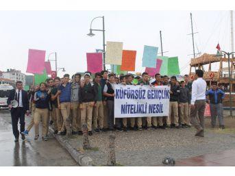 Ayvalık'ta Öğrenciler 'küfre Hayır' Dedi