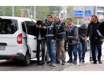 Çaldıkları Otomobilleri Parçalarken Yakalandılar
