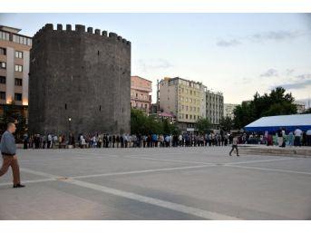 Diyarbakır'da 8 Iftar Çadırında, 9 Bin Kişi Iftar Yaptı
