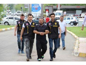 Diyarbakır'da Yolda Yürüyen Çifte Saldıran Şahıs Adliyeye Sevk Edildi