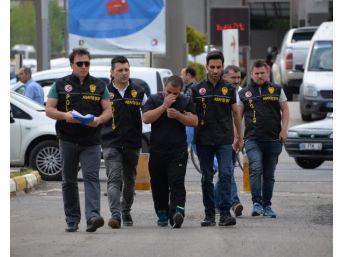 Diyarbakır'da Yolda Yürüyen Çifte Saldıran Şüpheli Yakalandı (2)