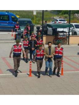 Pkk Şüphelisi, Fetö'Cü 3 Polisi Bulgaristan'A Kaçırırken Yakalandı