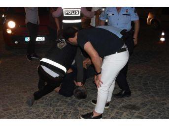 Polisle Tartışınca Yaka- Paça Gözaltına Alındı