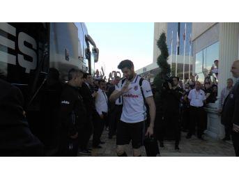 Beşiktaş, Stada Doğru Yola Çıktı