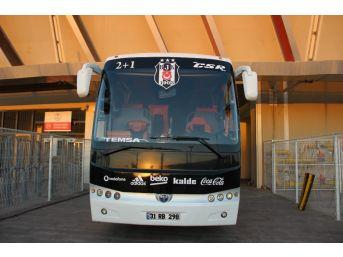 Beşiktaş'ın 3 Yıldızlı Takım Otobüsü Maç Sonunu Bekliyor