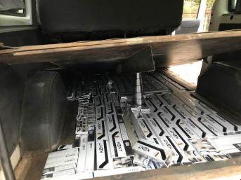 Hakkari'de Minibüsten Kaçak Sigara Çıktı