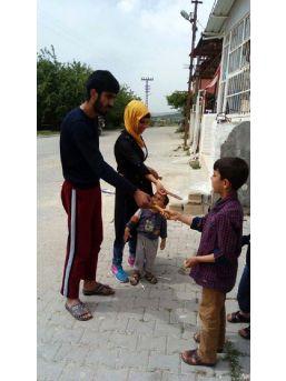 Sokakta Çocuklara Çikolata Dağıttı, Davadan Kurtuldu