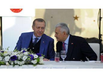 """Cumhurbaşkanı Erdoğan: """"istanbul'u Anlatmak, Türkiye'yi Anlatmaktır, İstanbul'a Hizmet Etmek Türkiye'ye Hizmet Etmektir"""""""