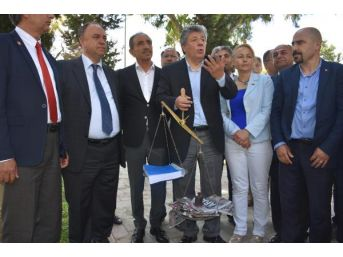 Chp'lilerden 'voltalı- Terazili' Protesto Eylemi