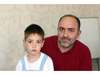 Oğlunun Tedavisi Için Vali Izniyle Yardım Kampanyası Başlattı