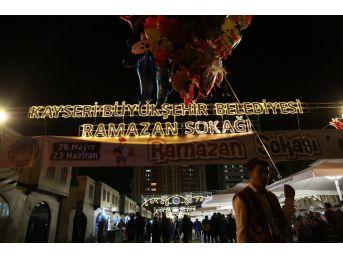 Ramazan Sokağı'na Büyük İlgi