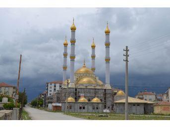 Kulu'da Yapımı Süren Yeşil Cami Kısmen İbadete Açıldı