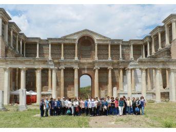 İzmirli Kadınlar, Sart Antik Kenti Gezdi