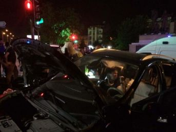 Manisa'da Iki Otomobil Çarpıştı: 2'si Çocuk, 5 Yaralı