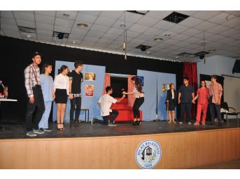 Milas'ta Yetenekli Gençler Sahnede