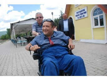Engelli Vatandaşın Akülü Tekerlekli Sandalye Sevinci