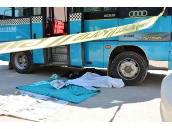 İndiği Minibüsün Altında Kalan 88 Yaşındaki Kadın Öldü