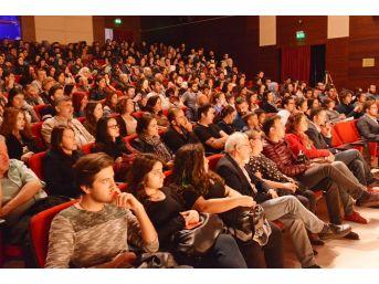 Uşak Üniversitesi Tiyatro Topluluğu'ndan