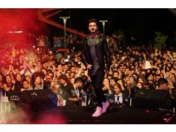 Uşak'ta Gençlik Festivali Kolpa Konseriyle Sona Erdi