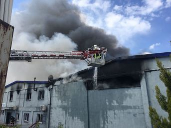 Uşak'taki Fabrika Yangını Söndürüldü