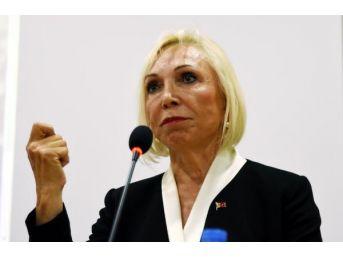 Yüzüncü Yıl Üniversitesi'nden Nurten Öztürk'e 'son 10 Yılın En Girişimci Iş Kadını' Ödülü