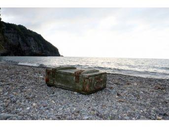 İçinde 20 Adet El Bombası Bulunan Sandık Karadeniz'de Kıyıya Vurdu