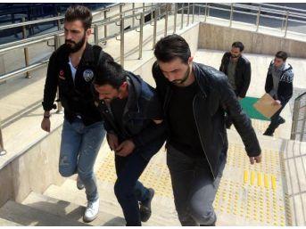 Üniversite Öğrencisine Uyuşturucu Satarken Yakalandılar