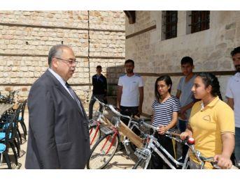 Başkan Kutlu Başarılı Öğrencileri Bisikletle Ödüllendirdi