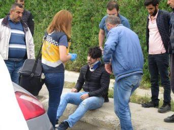 Kadıköy'de Otomobil Ile Minibüs Çarpıştı: 3 Yaralı