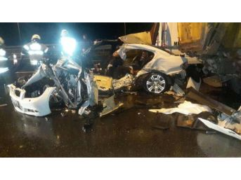 Otomobil Yol Kenarında Duran Kamyona Çarptı: 3 Ölü, 1 Yaralı